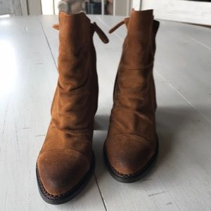 Sbicca Millie brown suede ankle booties